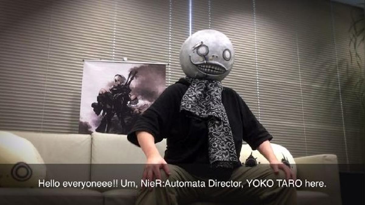 Yoko Taro y su icónica máscara.