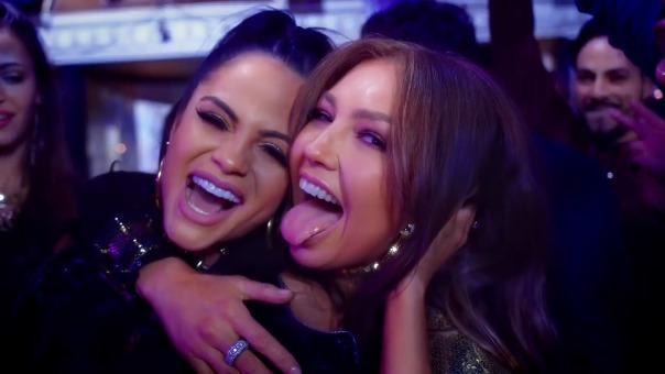 Thalia presentó su primera canción de reguetón, el cual interpreta al lado de Natti Natasha.
