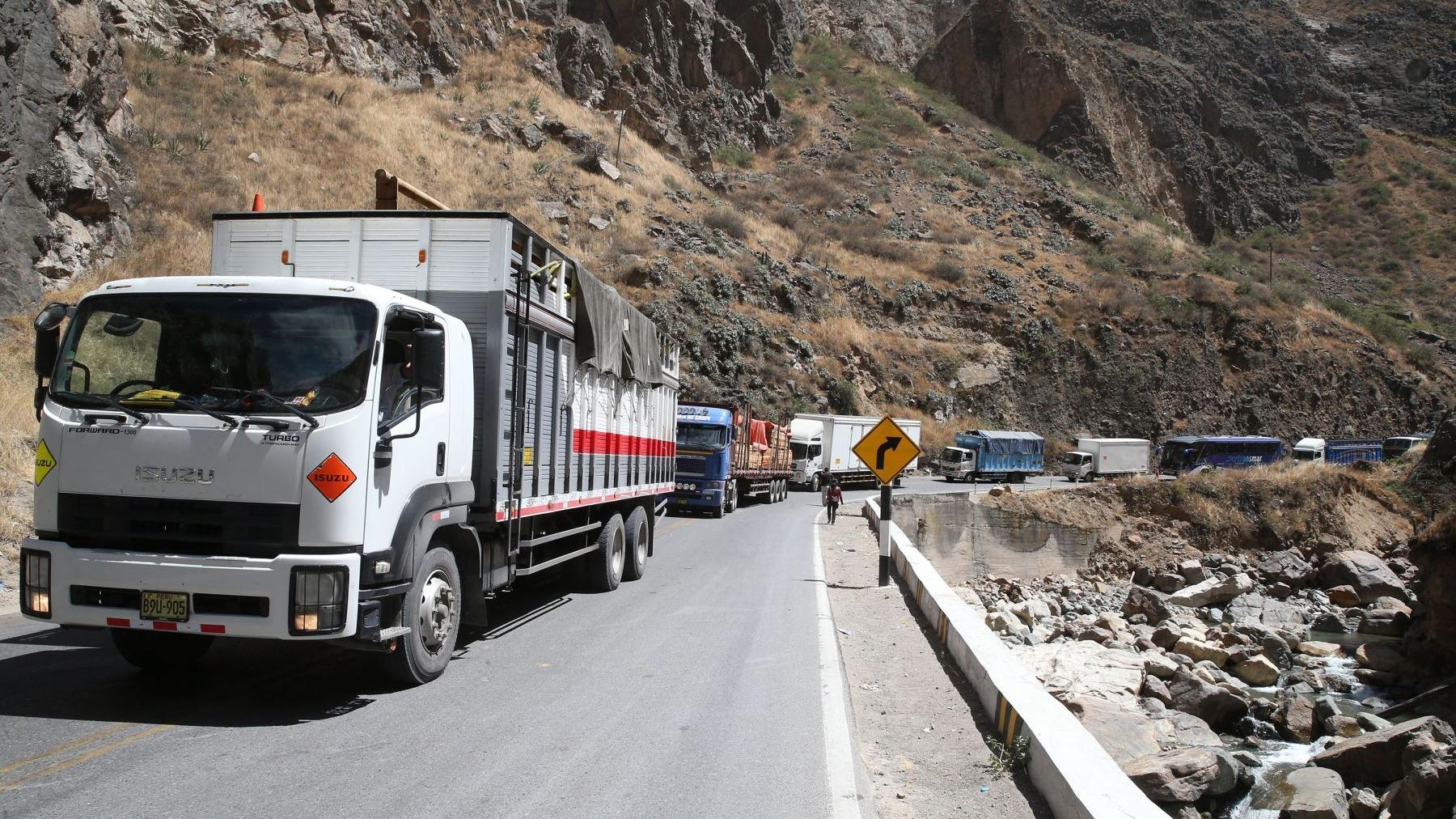 El ministro de Transportes, Edmer Trujillo, dijo a RPP Noticias que el acuerdo con los transportistas no representa una contramarcha del gobierno en el alza del ISC.