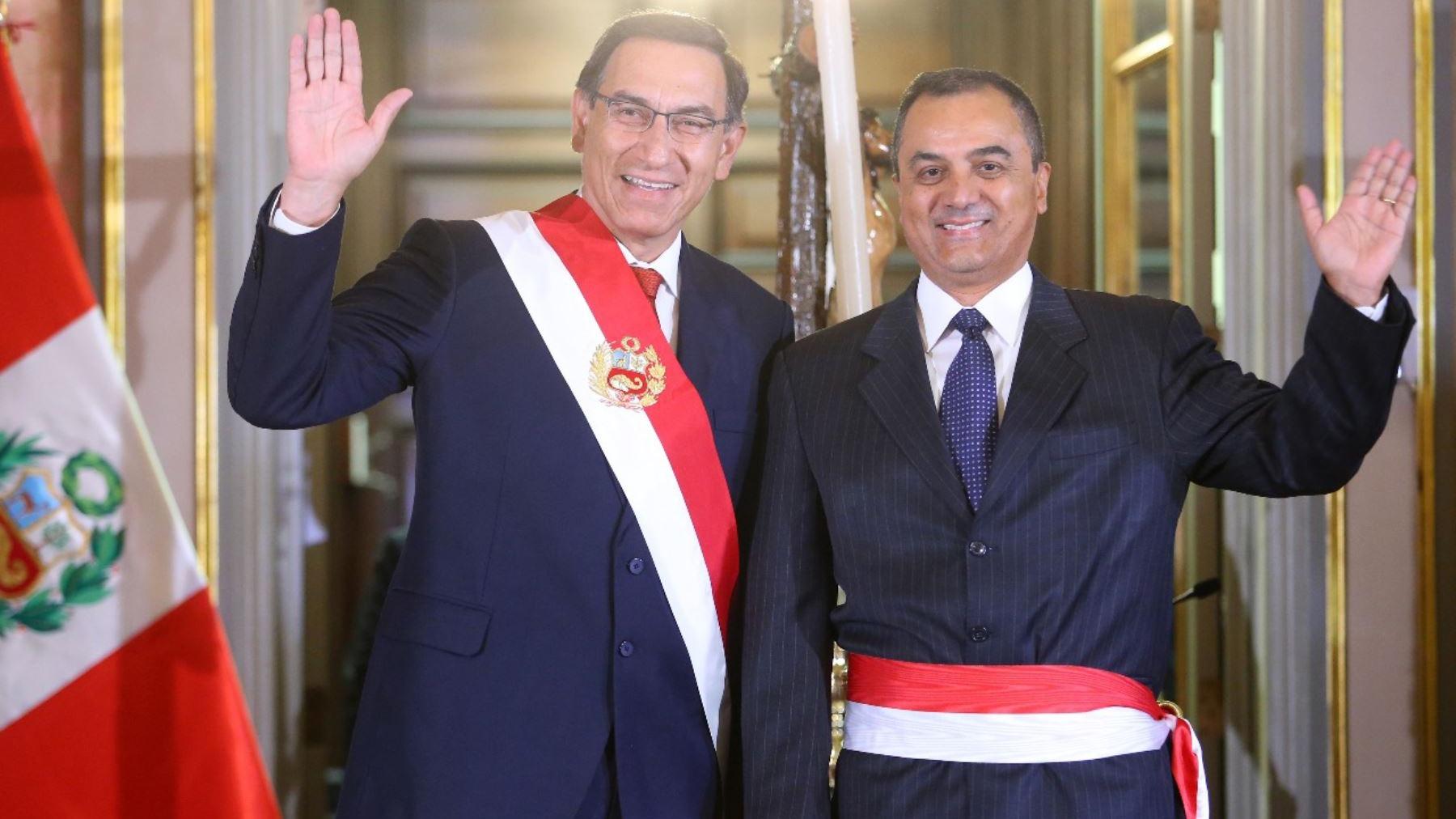 Carlos Oliva juró como ministro de Economía y Finanzas.