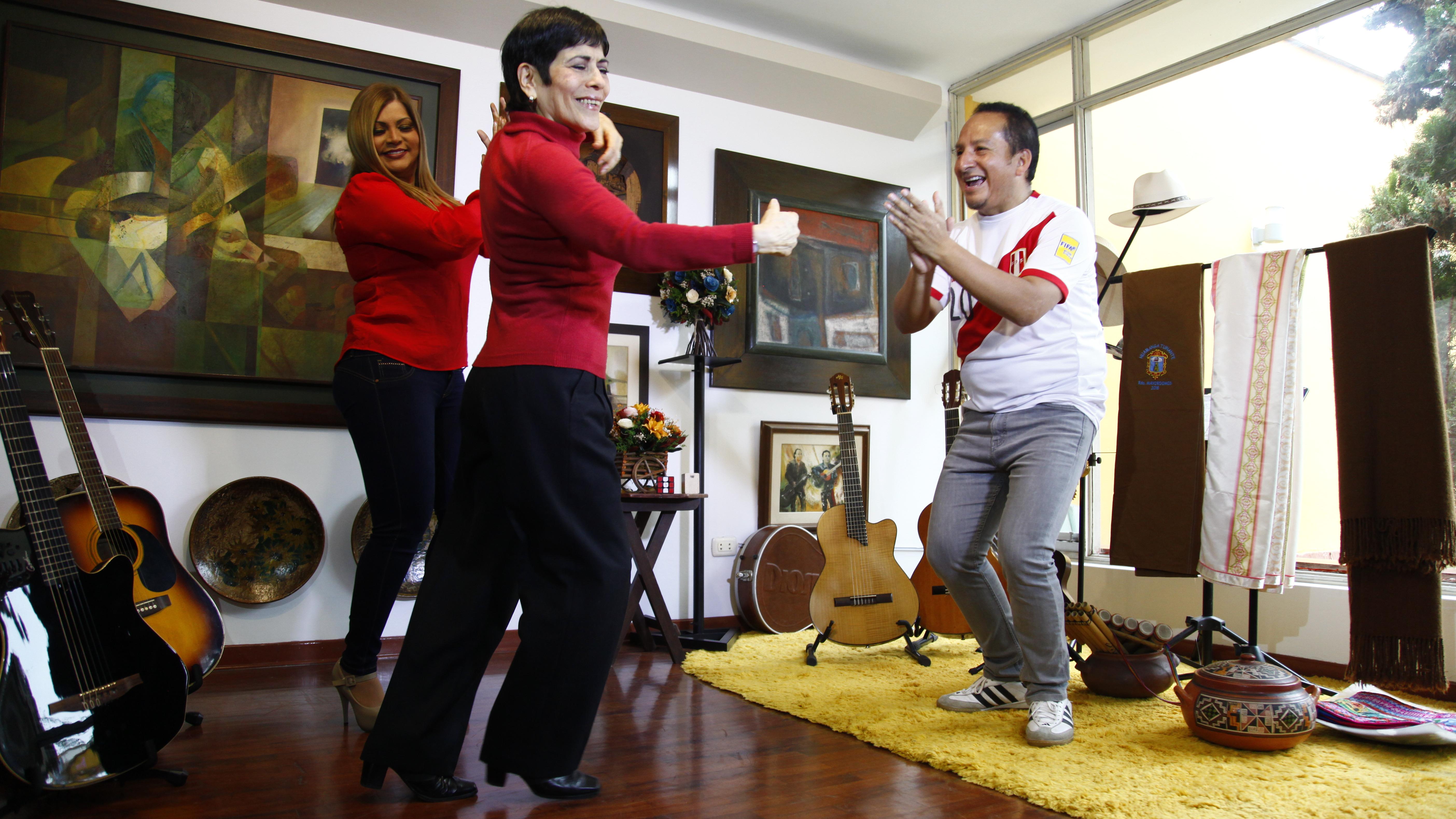 Cecilia Barraza, Diosdado Gaitán Castro y Ruth Karina se unieron para cantar su versión de