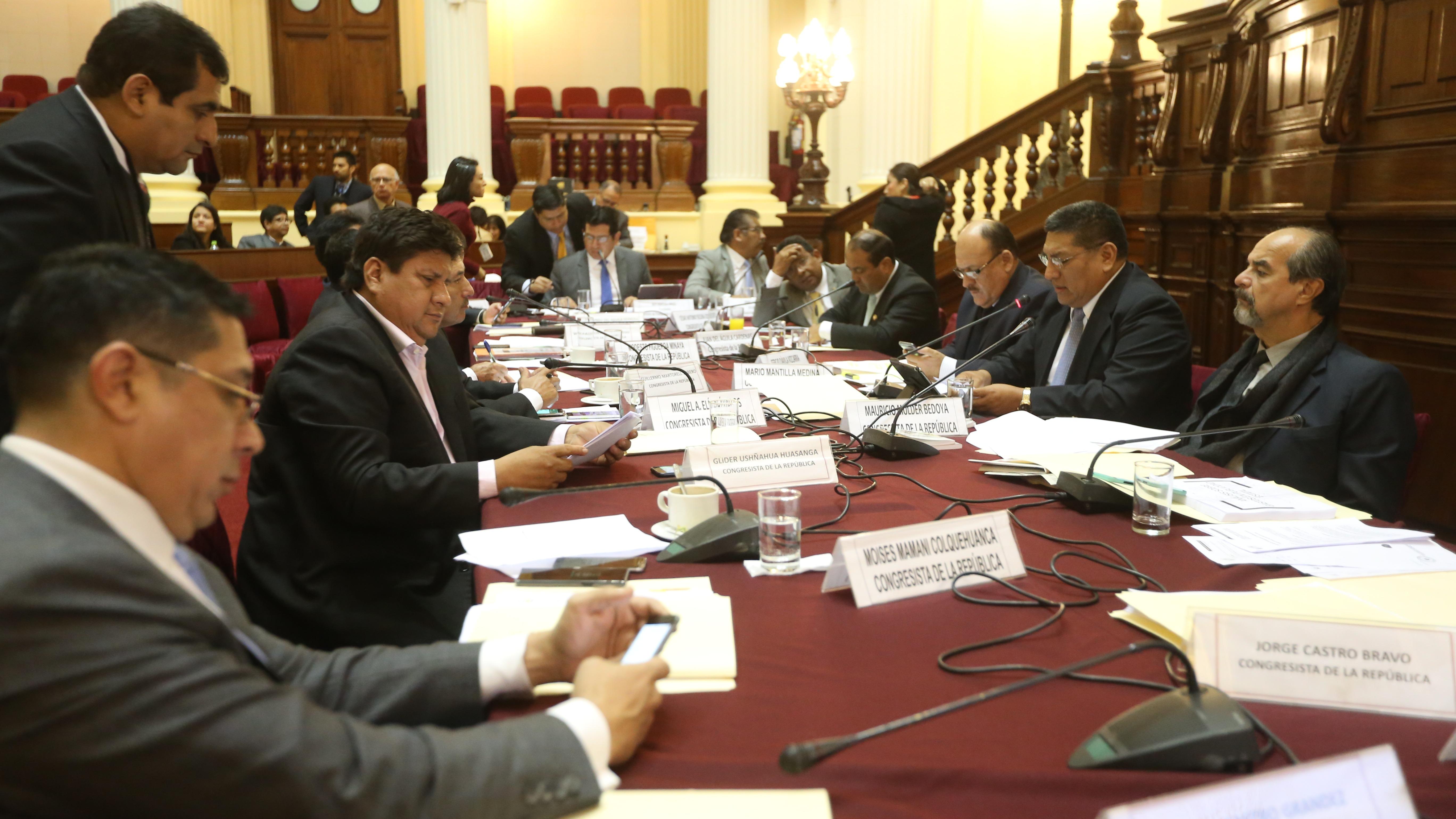 Comisión de Transportes aprobó insistencia de la ley sobre publicidad estatal.