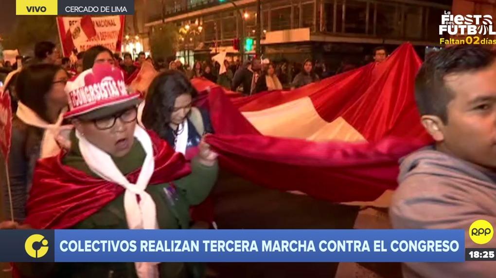 Tercera manifestación contra el Congreso recorre las calles de Lima.