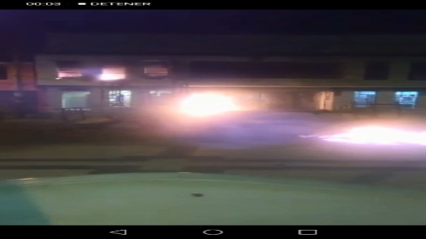 El fuego se extiende en el frontis y en algunos ambientes de la Municipalidad Distrital de Olmos.