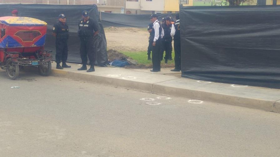 Peritos de Criminalística hallaron 13 casquillos de bala en el lugar del crimen.