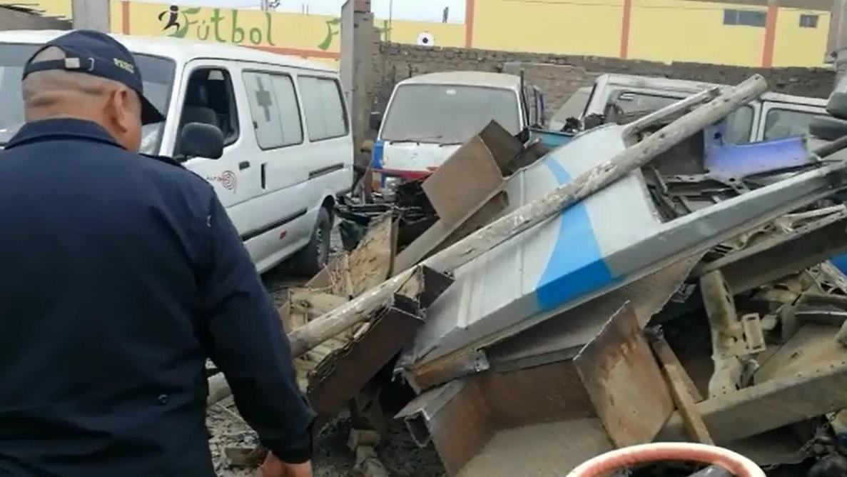 La Policía llevó un camión lleno de autopartes a la comisaría La Noria.
