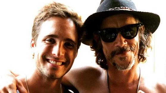 Los actores Diego Boneta y Óscar Jaenada, quienes interpretan a Luis Miguel y Luisito Rey en
