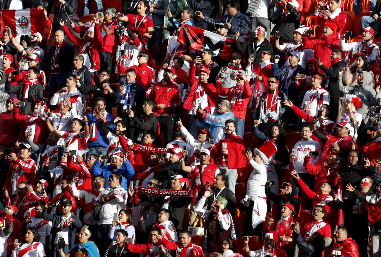 Selección Peruana contó con el apoyo de sus fieles hinchas ante Francia.