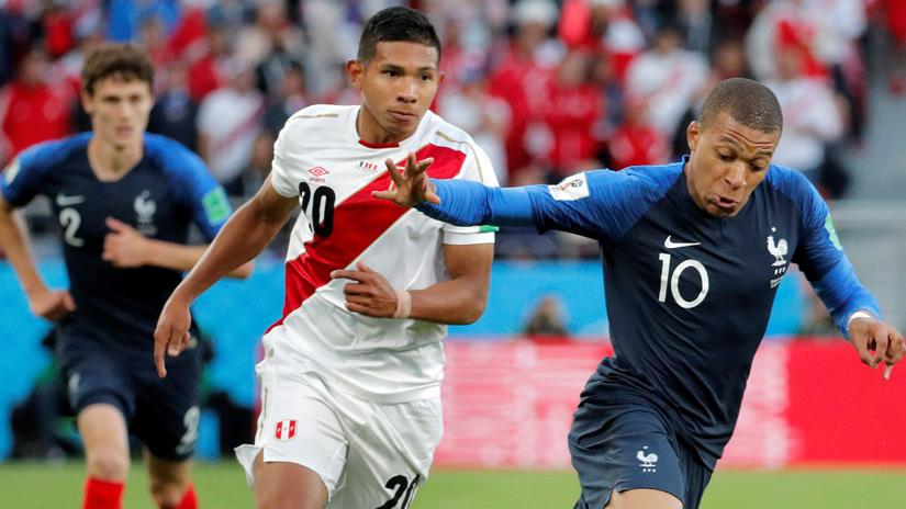 Edison Flores jugó todo el partido entre Perú y Francia.