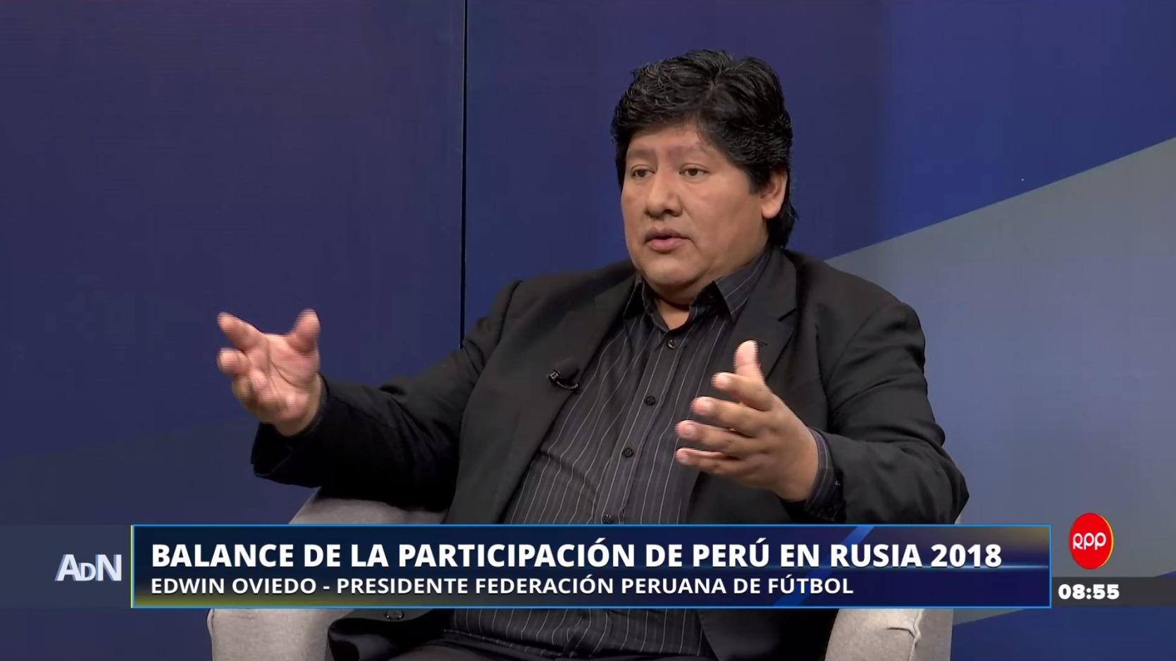 Edwin Oviedo dio detalles sobre los contratos al interior de la Federación Peruana de Fútbol.