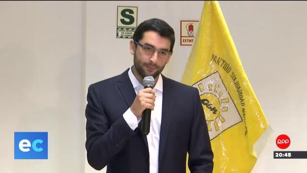 Luis Castañeda Pardo durante la conferencia de prensa en Lima.
