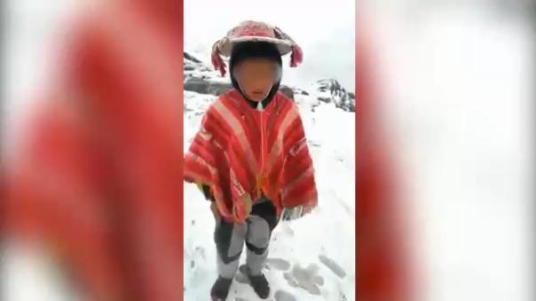 En un video difundido por redes sociales se aprecia a un pequeño afrontando las bajas temperaturas y solicitando al presidente Vizcarra que ayude a su comunidad, ubicada en la región Cusco.