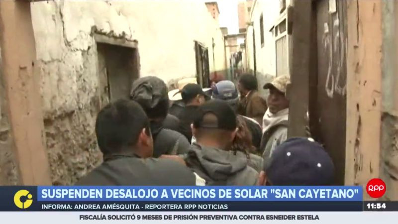 Los habitantes de este solar se resisten a salir y denuncian una venta irregular.