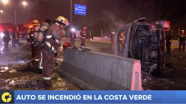 El conductor del vehículo logró salir antes de que este se prendiera en llamas.
