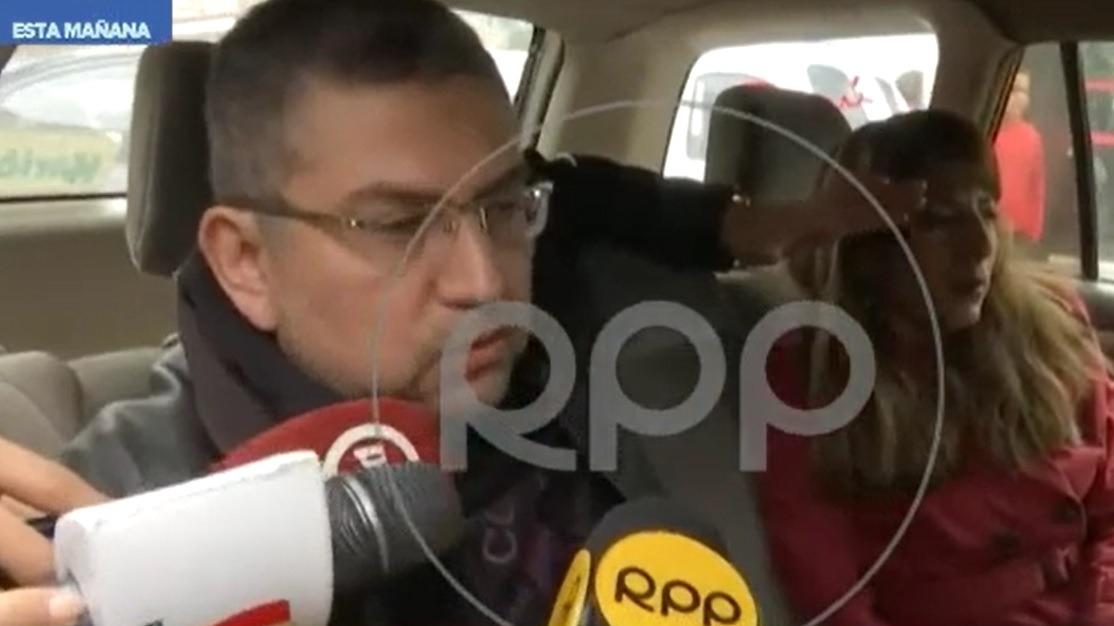 Walter Ríos declaró a la prensa a la salida de su vivienda.
