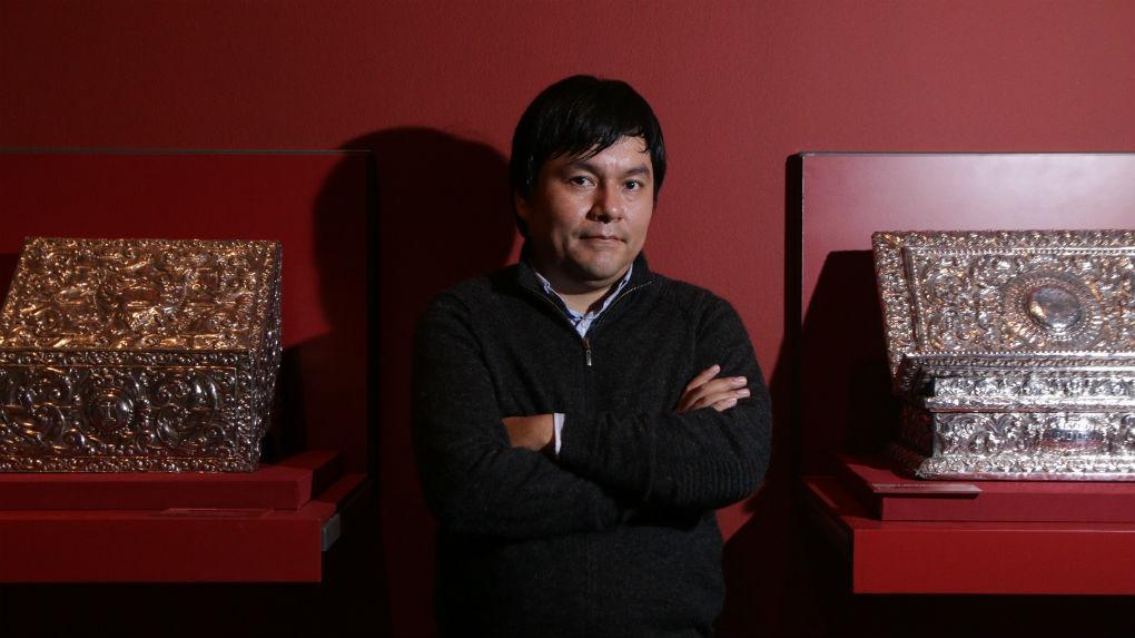 Ricardo Kusunoki, también curador de la exhibición sobre platería peruana, explica la relevancia de la plata en el Perú.