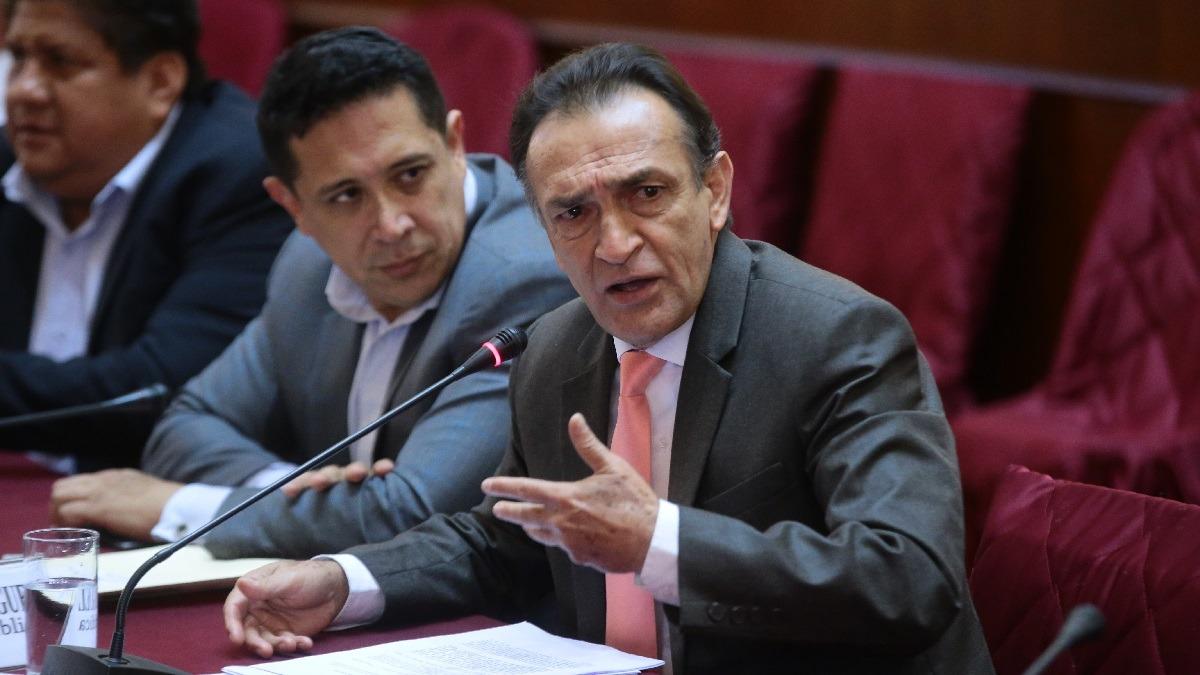 Congresistas criticaron a Héctor Becerril.
