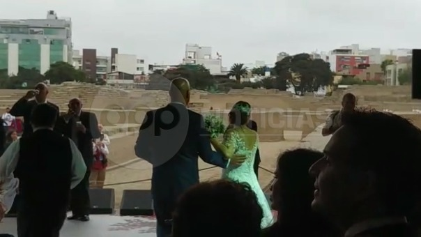 Así fue el primer baile como esposos de Milagros Leiva y Johnny Garib Garib.