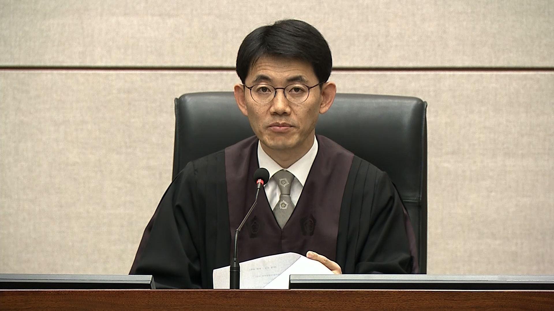 Lectura de sentencia que condena a otros 8 años de prisión a la expresidenta de Corea del Sur Park Geun-hye.