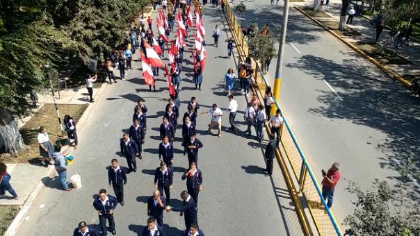 Este año hubo poca concurrencia de público en desfile escolar.