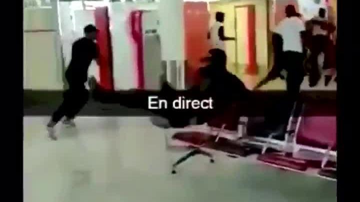 La pelea provocó pánico en el terminal aéreo.