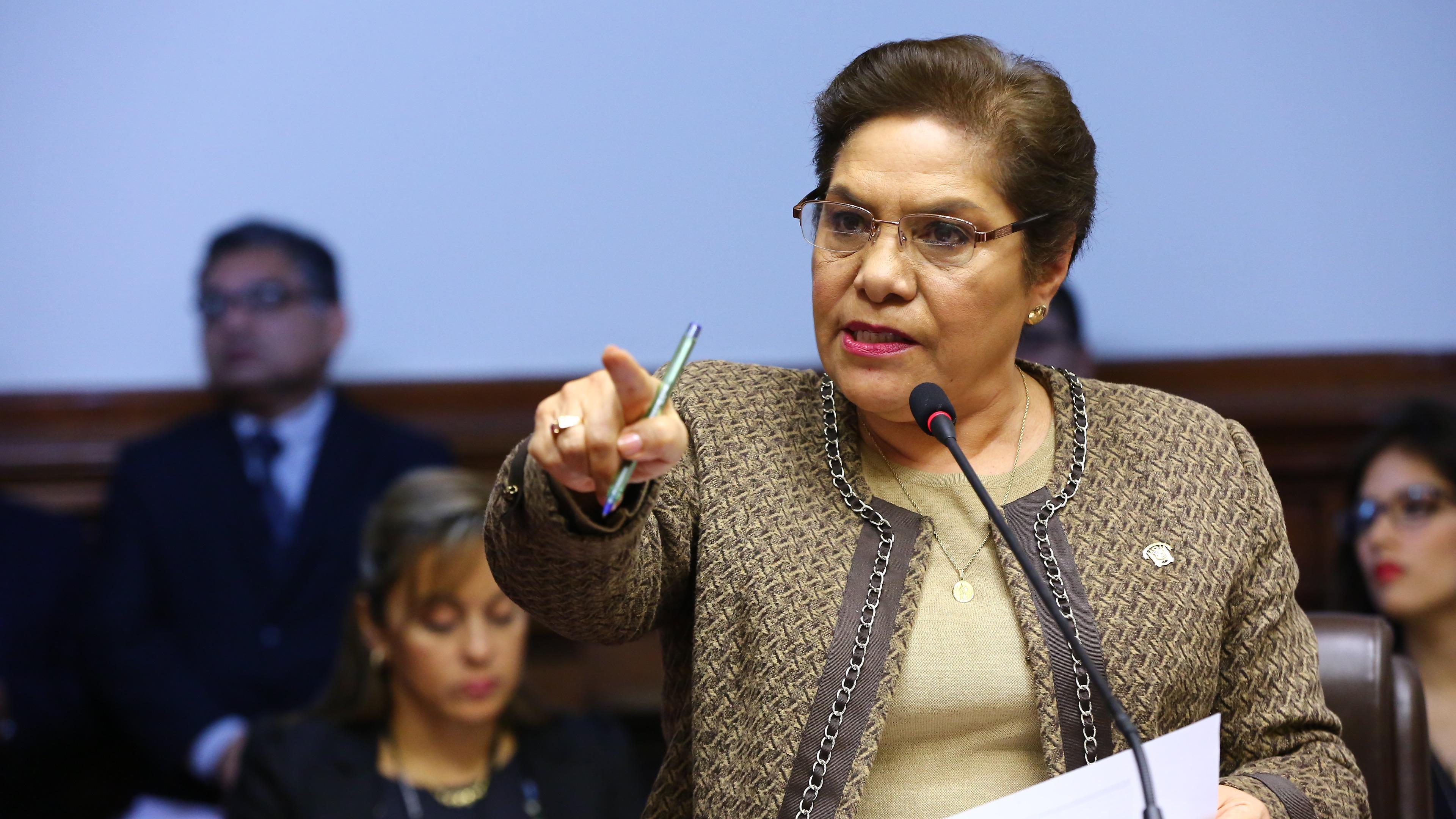 Luz Salgado presta declaraciones a la prensa peruana.