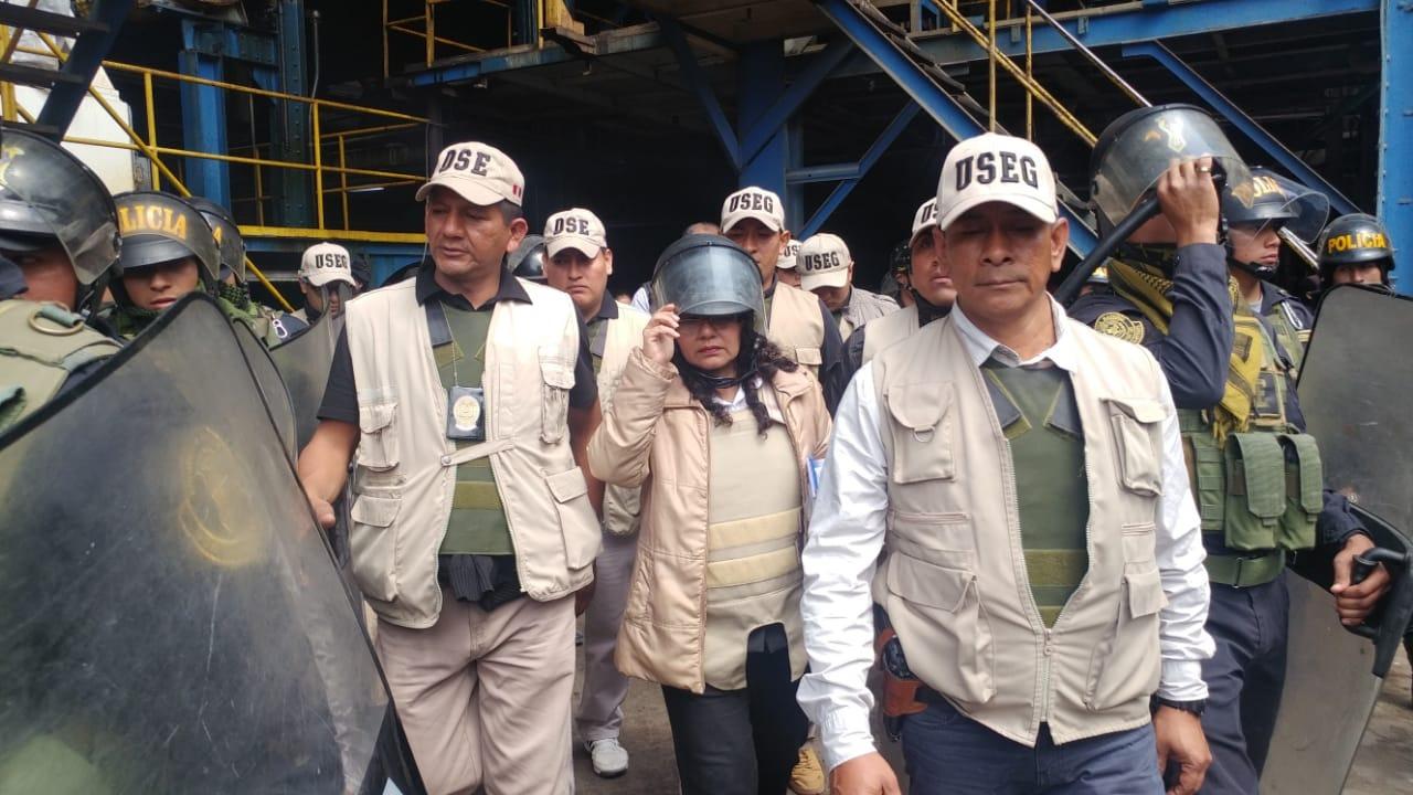 Secretaria judicial ingresó a empresa para dar cumplimiento a orden del Primer Juzgado Civil de Chiclayo.