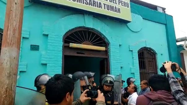 Protesta en comisaría de Tumán.