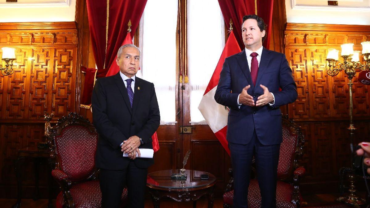 Salaverry dio una conferencai de prensa en la que respondió a los cuestionamientos sobre su reunión con Pedro Chávarry.