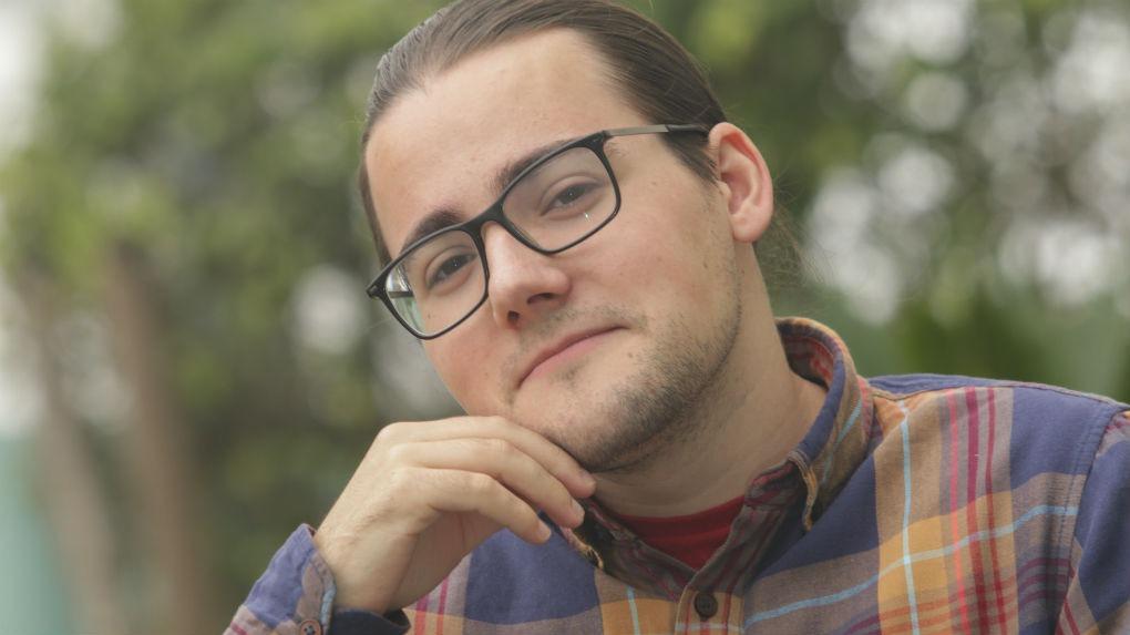 El español Sebastián García Mouret es creador de El coleccionista de mundos, canal de YouTube sobre literatura.