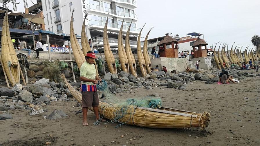 Pescador Carlos Ucañán expresa su preocupación por la pérdida de balsares en Huanchaco.