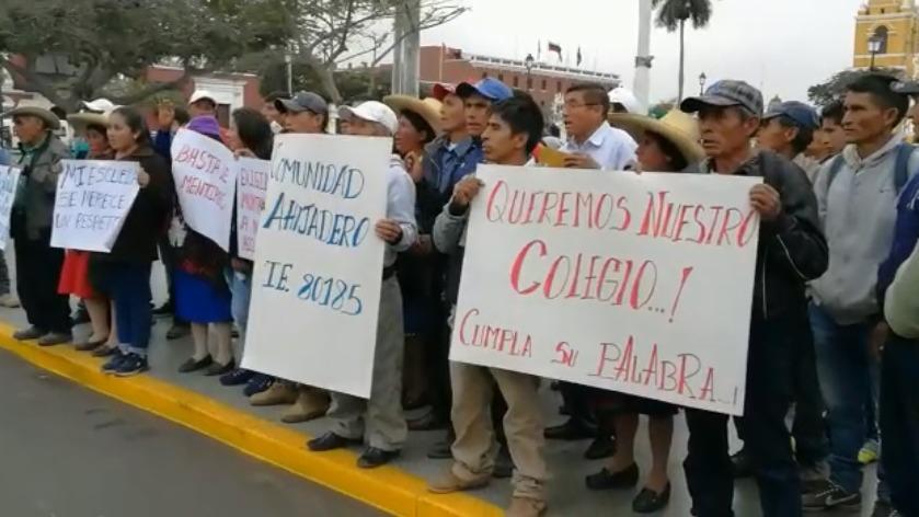 Pobladores reclaman nueva infraestructura educativa.