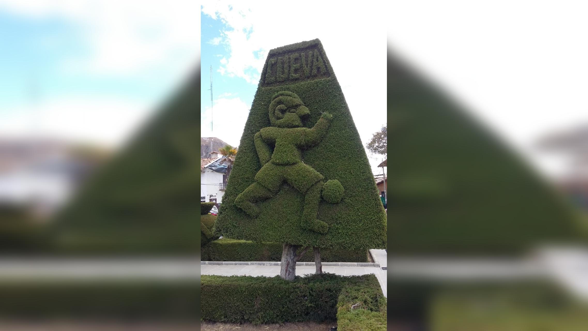 La plaza de armas de Huamachuco luce un ciprés en homenaje a Christian Cueva.