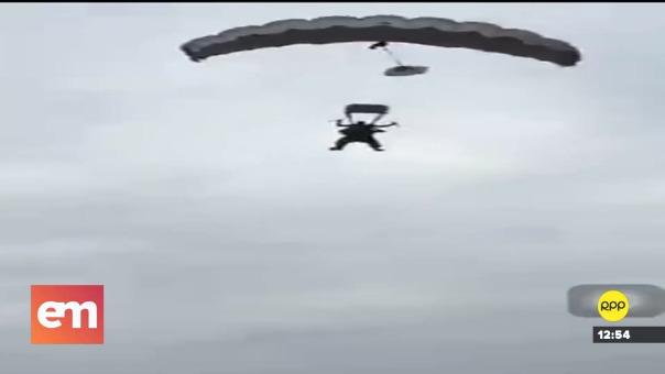 El alcalde de las ciudad de Palenque, Alberto Ullón saltó de un avión del Comando Militar  N.º26 Cenepa de Quevedo .