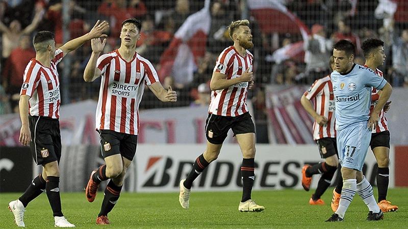 Estudiantes venció 2-1 a Gremio en el duelo de ida de los octavos de final de la Copa Libertadores.