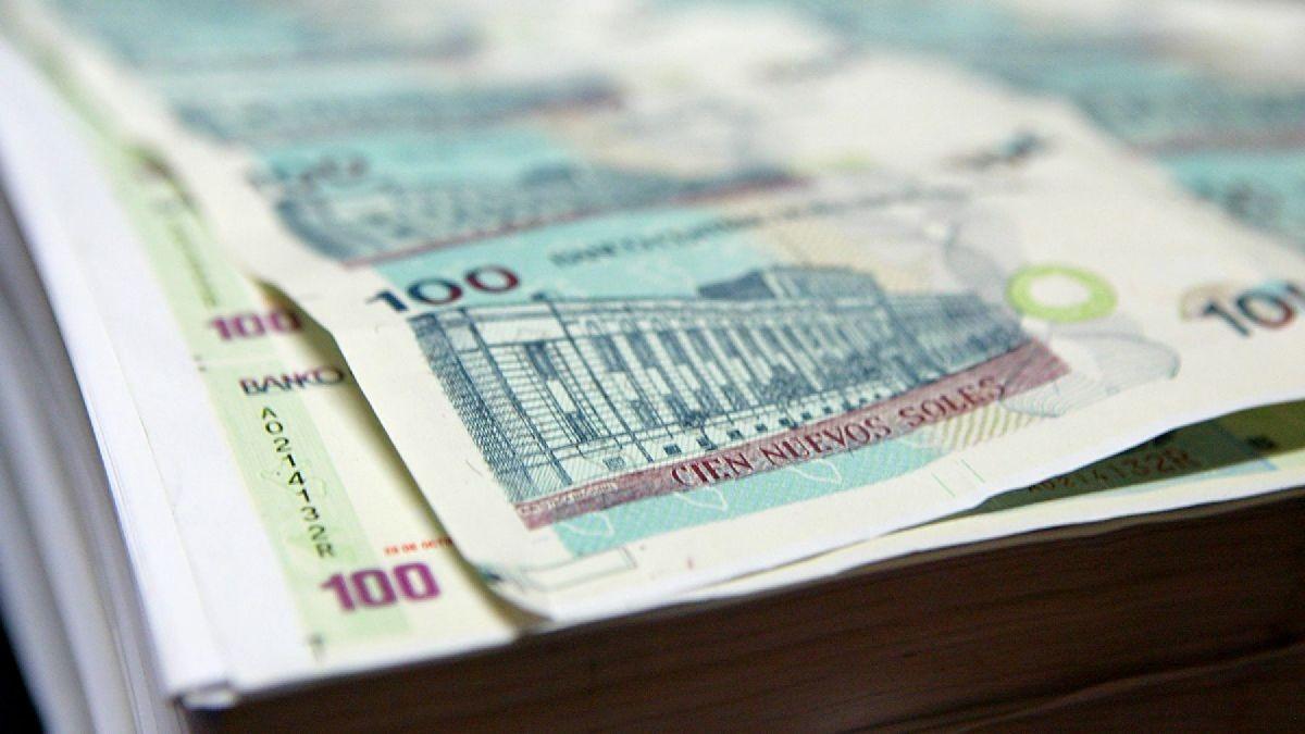 Siga estos consejos para evitar ser víctima de los falsificadores de billetes.