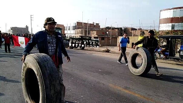 Buscaron bloquear carretera de ingreso al distrito.