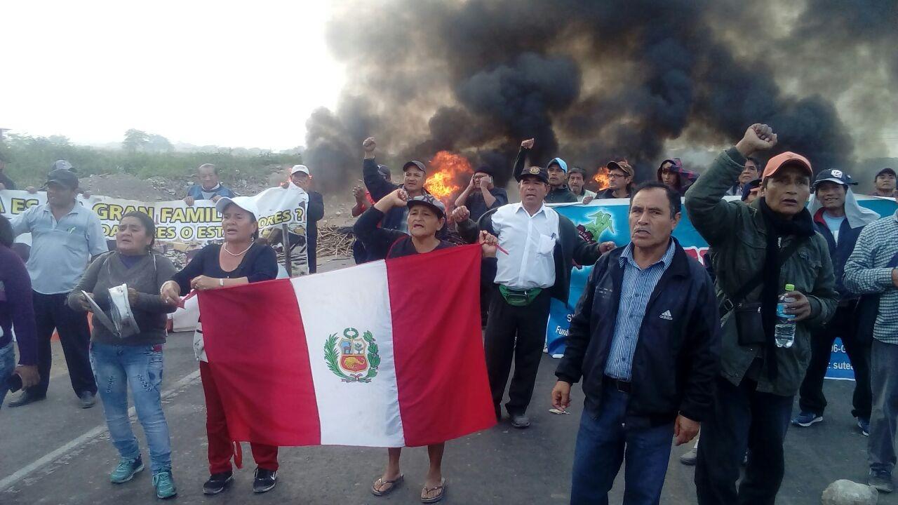 Trabajadores de empresa Tumán cumplen 14 días en 'desobediencia civil'.