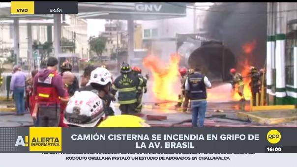 Incendio se produce en grifo frente al Hospital del Niño.