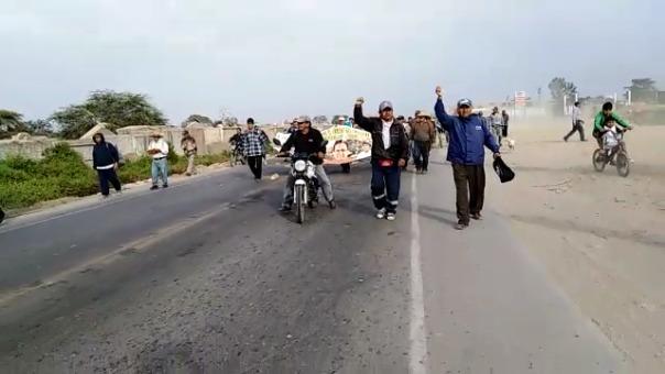 Azucareros realizan marcha de protesta. Indican que se mantendrán firme en su lucha.