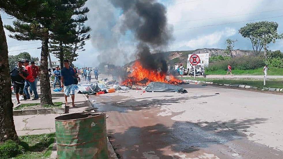 Los manifestantes se concentraron desde la mañana del sábado y se dirigieron a los locales donde están refugiados los venezolanos.