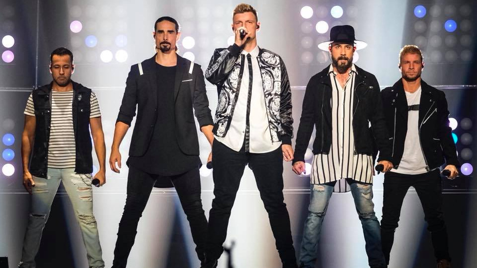 Los Backstreetboys se presentaron en los MTV Music Awards.
