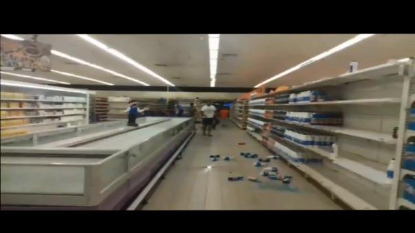 Así se vivió el terremoto en un supermercado de Venezuela.
