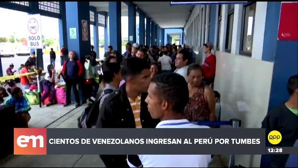 Miles de venezolanos ingresan al Perú por Tumbes.