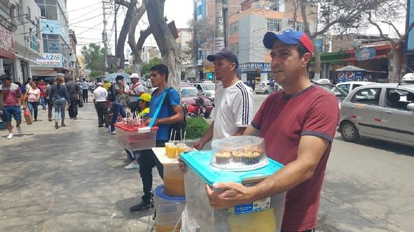 Mayoría de venezolanos venden sus productos a lo largo de la avenida Balta de Chiclayo.