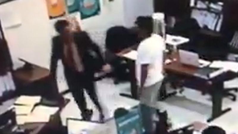 El atacante empujó y golpeó al funcionario mientras le exigía la devolución de una presunta coima de 40 mil soles.