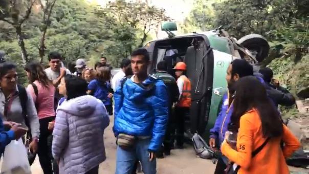 El bus que cubría la ruta Aguas Calientes ciudadela de Machu Picchu se se volcó la tarde de este viernes por causas aún desconocidas.