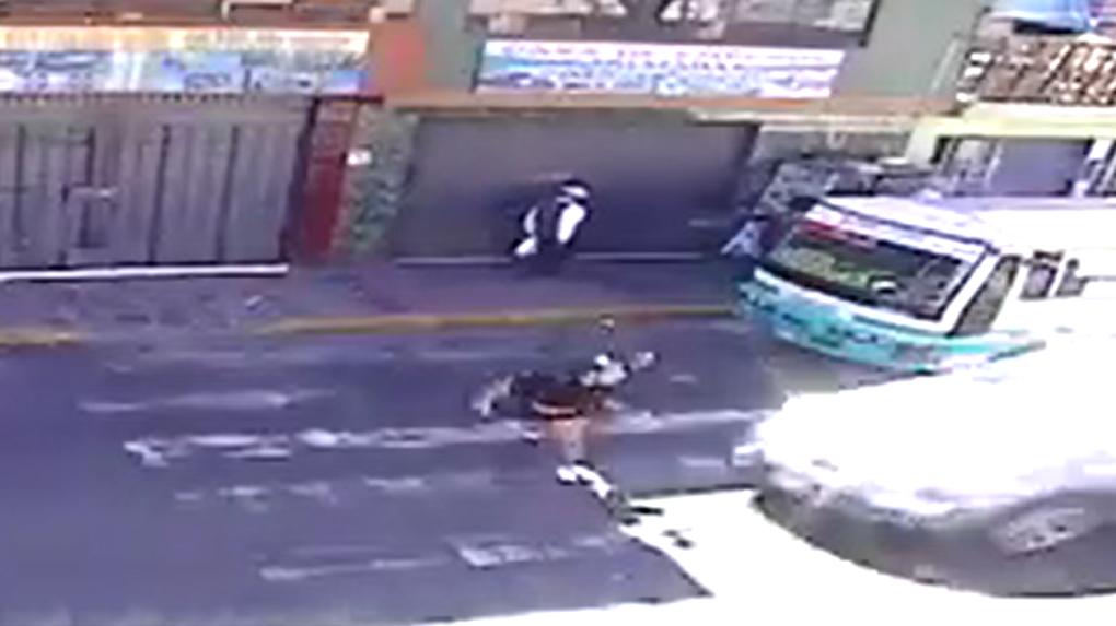 Joven fue atropellada cuando cruzó de manera imprudente una avenida en Arequipa.