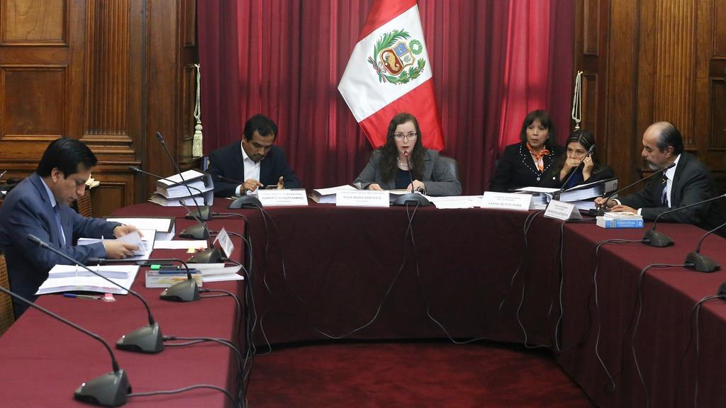 La Comisión Lava Jato durante sesión de este lunes.
