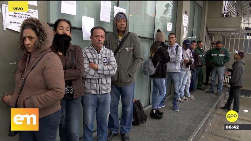 Desde las primeras horas del día se ven colas de venezolanos afuera de la sede de la Secretaría Ejecutiva de la Comisión Especial para los Refugiados.